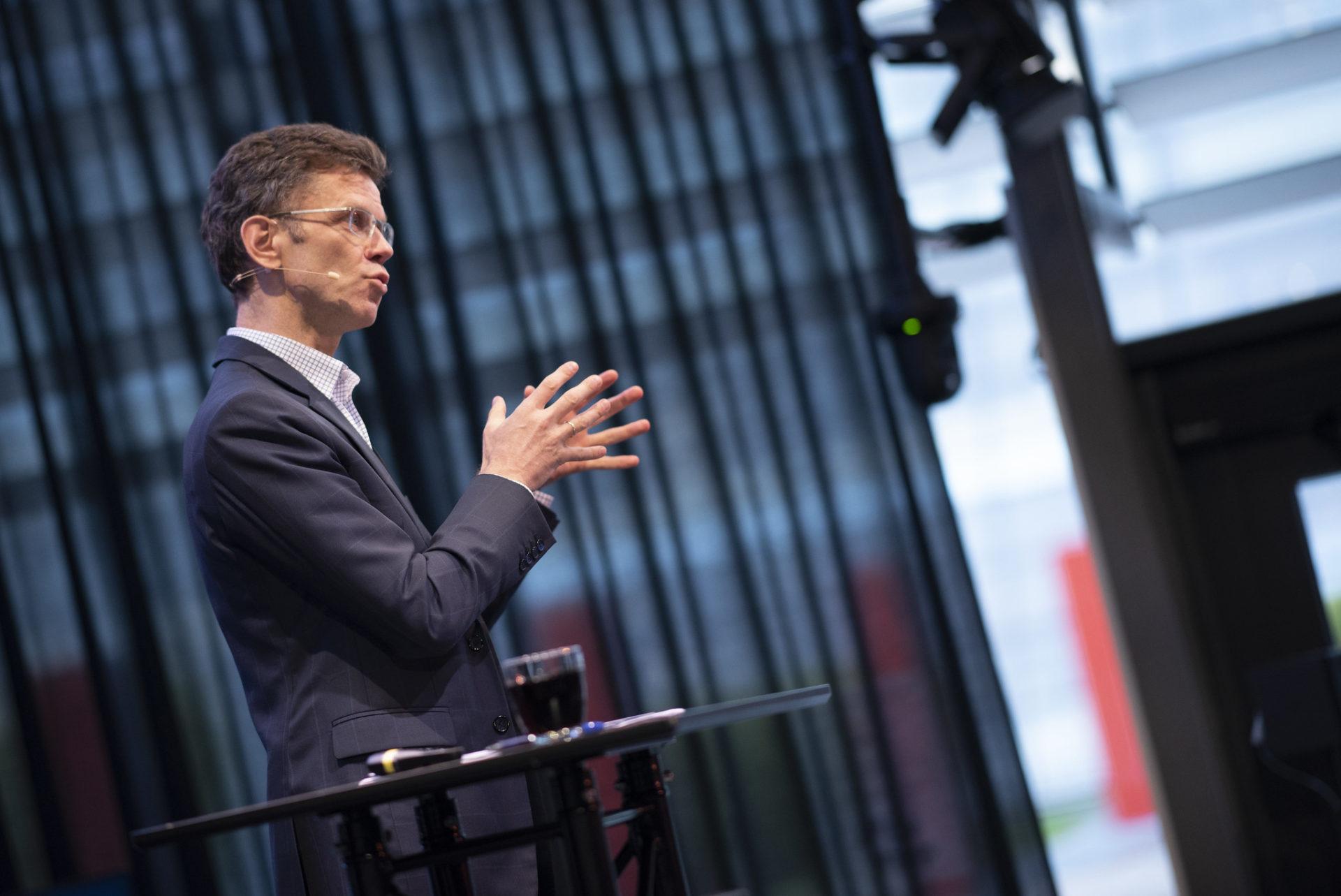 KLOKKERTRO: Adm. direktør Peter-Børre Furberg i Telenor har klokkertro på IoT. Foto: Martin Philip Fjellanger, Telenor